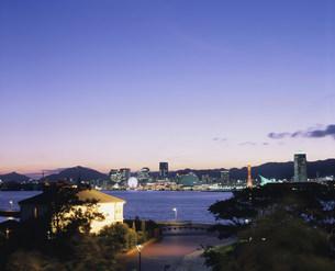 みなと異人館と神戸港夕景の写真素材 [FYI03346530]