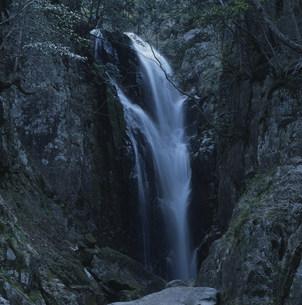 貴船の滝 八つ淵の滝の写真素材 [FYI03346575]