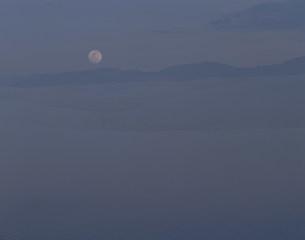 月と砂漠 ホワイトサンズ国立記念物の写真素材 [FYI03346968]