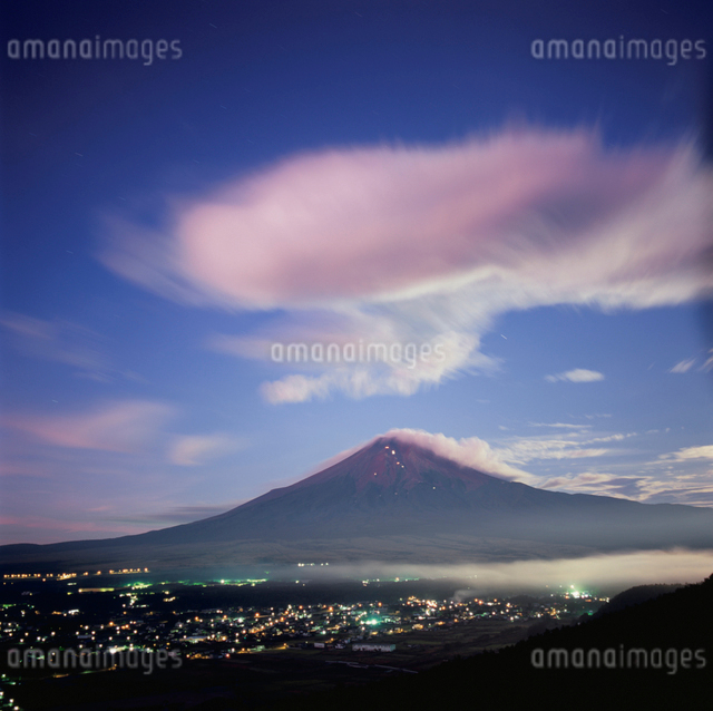 高座山から望む夜明けの吊るし雲と富士山の写真素材 [FYI03347714]