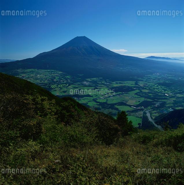 毛無山から望む快晴の富士山の写真素材 [FYI03347774]