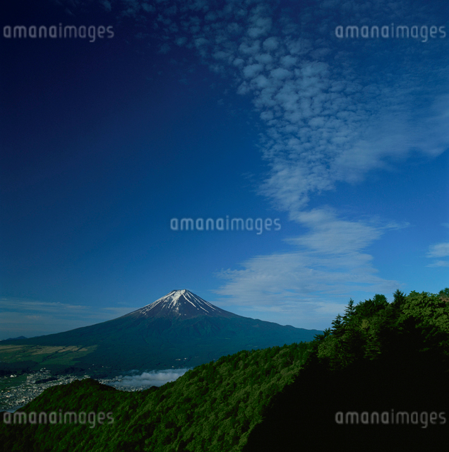 三ッ峠から望む雲と富士山の写真素材 [FYI03347785]