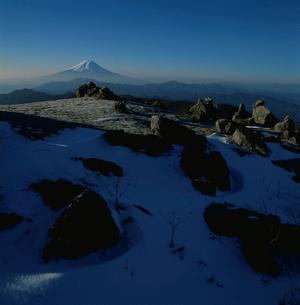 白谷丸から望む朝の富士山の写真素材 [FYI03347787]