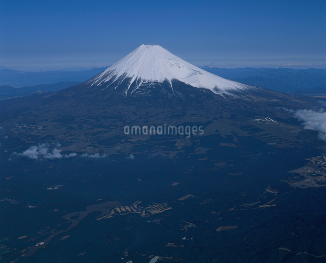 富士市上空から望む富士山の写真素材 [FYI03347790]