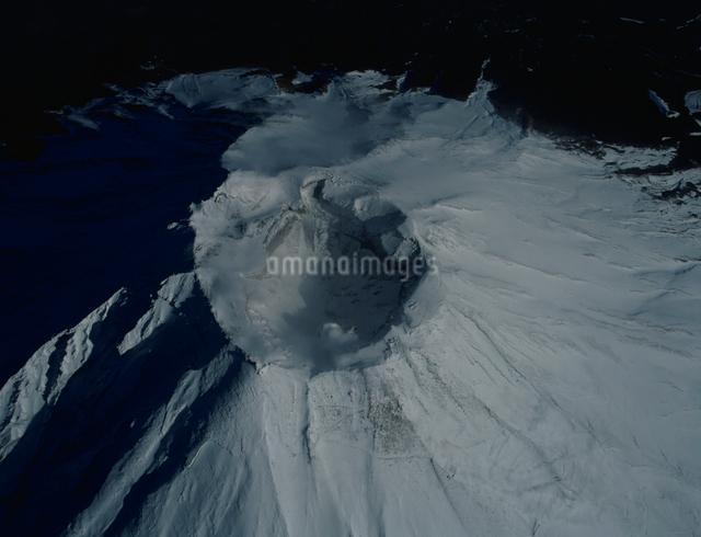 富士山火口の雪景色の写真素材 [FYI03347808]
