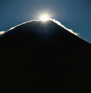 朝霧高原より望むダイヤモンド富士の写真素材 [FYI03347855]