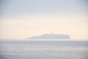 朝の江ノ島の写真素材 [FYI03347900]