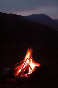 焚き火の写真素材 [FYI03347907]