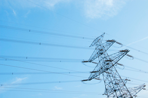 送電線と鉄塔の写真素材 [FYI03347920]