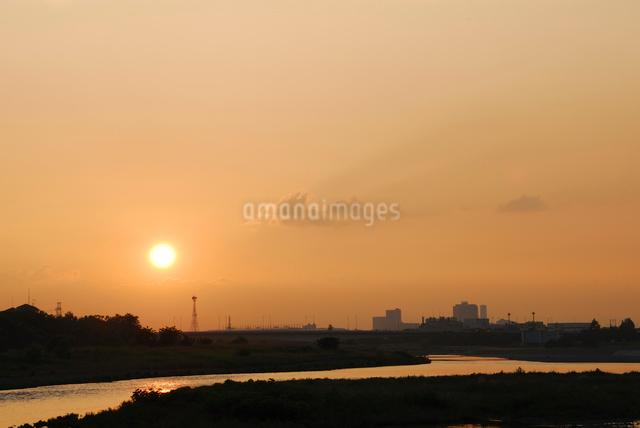 多摩川の夕日の写真素材 [FYI03347951]