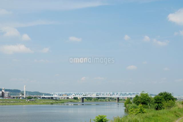 多摩川に架かる鉄橋の写真素材 [FYI03347955]