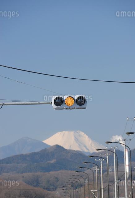 LED信号機と富士山の写真素材 [FYI03347958]