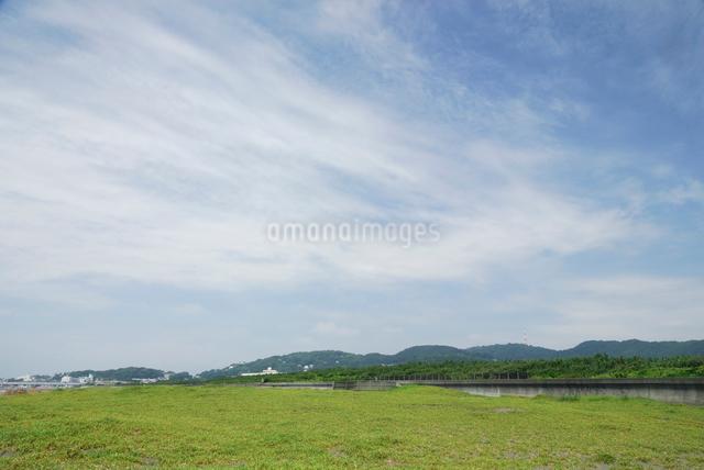 平塚の海岸から望む湘南平の写真素材 [FYI03347966]