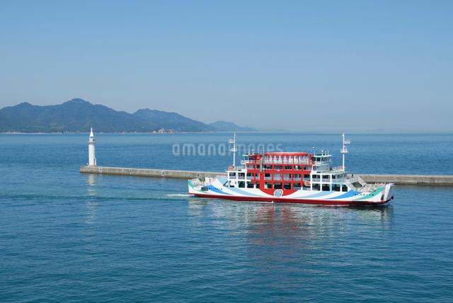 今治港に入港するフェリーの写真素材 [FYI03347981]