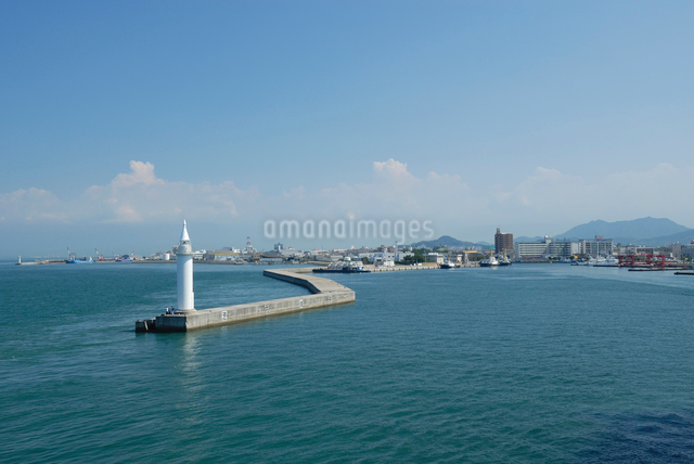 今治港の灯台の写真素材 [FYI03347985]