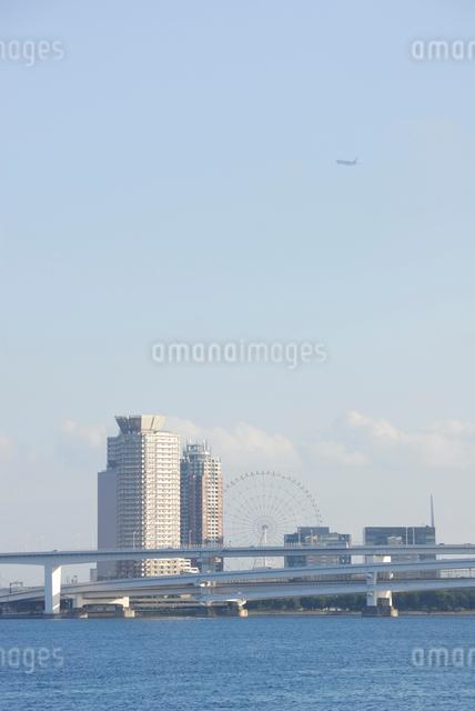 竹芝より望むお台場と首都高速道路の写真素材 [FYI03347989]
