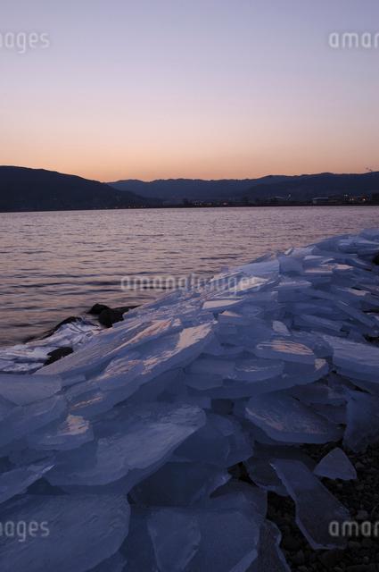諏訪湖の氷の写真素材 [FYI03348030]