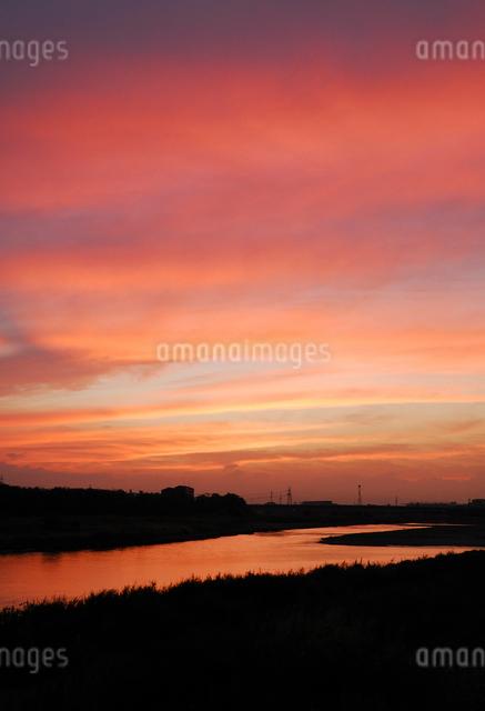 多摩川夕景の写真素材 [FYI03348034]