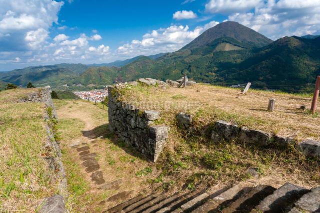 津和野城跡から青野山を見るの写真素材 [FYI03348360]