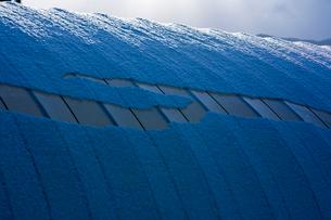 ビニールハウスに積もる雪の写真素材 [FYI03348430]