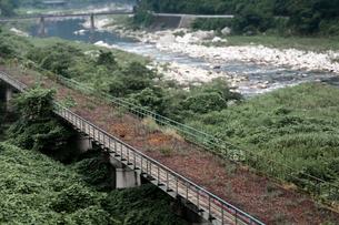 太田川沿いの廃線の写真素材 [FYI03348534]