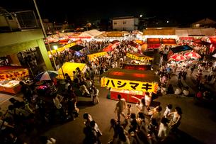 武内神社大祭の屋台の写真素材 [FYI03348826]