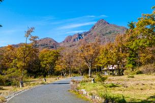 鏡ヶ成キャンプ場から烏ヶ山を見るの写真素材 [FYI03349031]