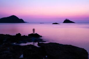 黄昏の日本海の写真素材 [FYI03349093]