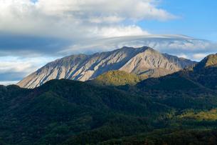 傘雲かかる大山の写真素材 [FYI03349389]