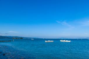 宍道湖のシジミ漁と嫁島の写真素材 [FYI03349458]