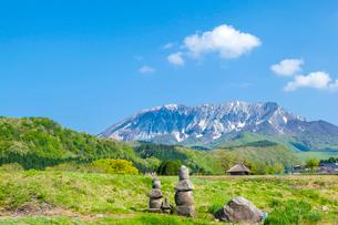 大山南壁と五輪塔の写真素材 [FYI03349492]