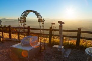 恋人の聖地から望む夕日の写真素材 [FYI03349636]