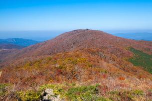 比婆山 池の段から御陵を見るの写真素材 [FYI03349683]