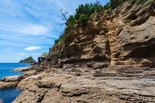海食崖と波食棚の写真素材 [FYI03349875]