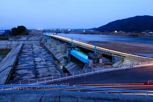 斐伊川放水路分流堰の写真素材 [FYI03350039]