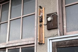 壊れた街灯の写真素材 [FYI03350160]