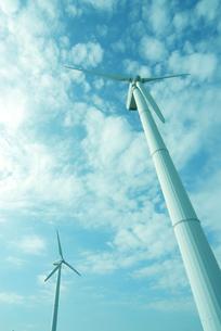 風力発電と空と雲の写真素材 [FYI03351270]