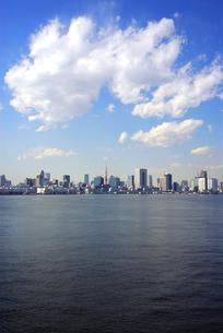東京湾とビルの写真素材 [FYI03351281]