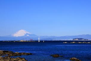 富士山と相模湾と江ノ島 湘南の写真素材 [FYI03351367]