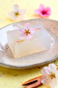 寒天と桜の花の写真素材 [FYI03351375]