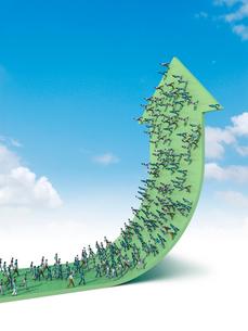 上向いた緑の矢印の上を歩く群衆イメージのイラスト素材 [FYI03351900]