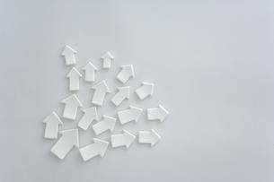 白い矢印のクラフトの写真素材 [FYI03352171]