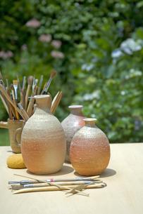 焼きものと陶芸の道具の写真素材 [FYI03352173]