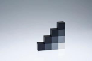 立方体のオブジェの写真素材 [FYI03352203]