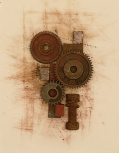 さびた3個の歯車とボルトとナットの写真素材 [FYI03352303]