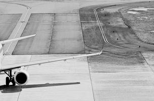 空港の飛行機の写真素材 [FYI03353146]