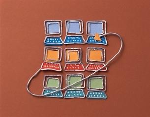パソコンネットワークイメージの針金クラフト(こげ茶)の写真素材 [FYI03353591]