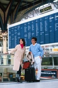 リバプールストリート駅の日本人のカップル ロンドン イギリスの写真素材 [FYI03353594]