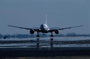 飛行機の写真素材 [FYI03353899]