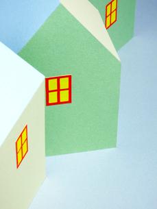 3棟のカラフルな家の写真素材 [FYI03353920]